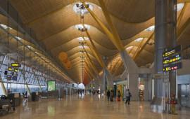 Terminal_4_del_aeropuerto_de_Madrid-Barajas,_España,_2013-01-09,_DD_05